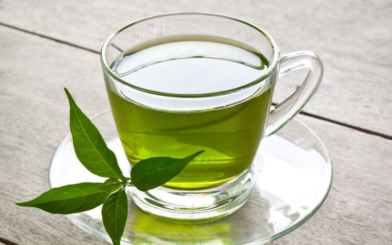 Green-tea-tooth-friendly-foods-and-drinks-Bradford-dentist